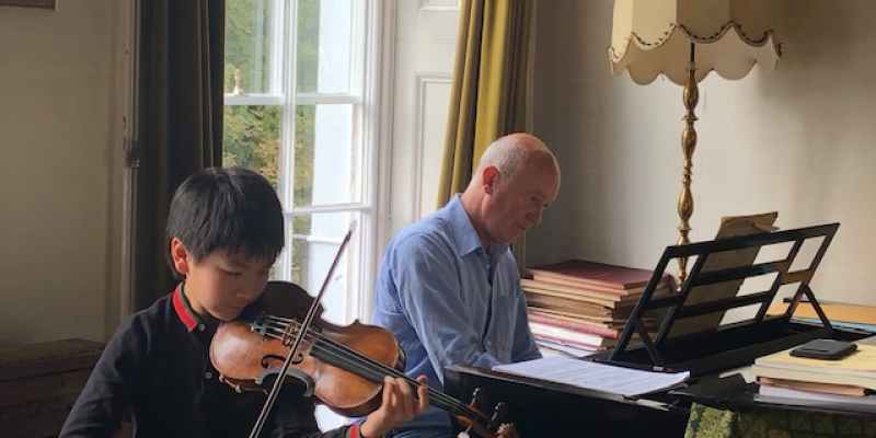 Christian Li rehearsing with Gordon Back